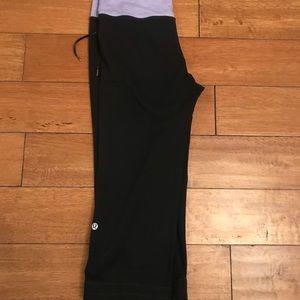 Lululemon cropped Yoga pants sz 6. Good condition
